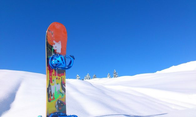 6 Must-Have Snowboarding Accessories For Beginners